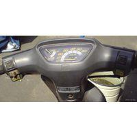 Пластик вокруг спидометра на Хонда Дио 18