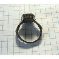 Кольцо с эмалями