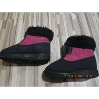 Фирменныем ботинки Kuoma (финляндия) детские для девочки. Цвет: черный с розовым. Размер 23. Натуральный мех.