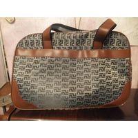 Классная дорожная сумка, можно для спорта, для бани, отличное качество, размер 43 на 29 см, ширина 19 см. Купила маме несколько на выбор, эту решили продать. Сумка удобная, вместительная и стильная.