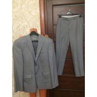 Красивый мужской костюм на 44-46 размер рост 170 см. Цвет серо-бежевый. Отличное состояние, 1 раз б/у на мероприятие.