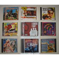 Диски с музыкой и играми в пластмассовых боксах, цена за 1шт