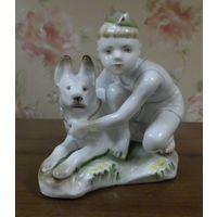 Мальчик с собакой 12 см ВС автор Столбова ЛФЗ