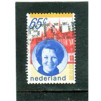 Нидерланды. Ми-1175.Королева Беатрикс (1938-) и церковь. Серия: Коронация Queen Beatrix. 1981.