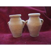Старые глиняные горшочки-вазочки