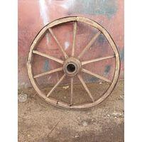 Очень старинное колесо-под деревянную ось