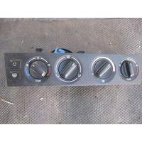 103748Щ BMW E39 2.0B панель управления печкой 83713640