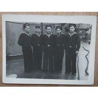 Фото моряков Черноморского флота на корабле. 1950-е г. 9х12 см.