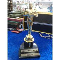 Музыкальный Оскар, пластик, 21 см.