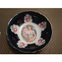 Тарелка-блюдо кобальт Дама с цветами 26см Германия