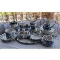 Большой набор красивой посуды бело-синий . 19 наименований