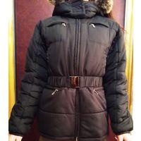 Куртка женская зимняя.На  синтепоне + байка. Очень теплая. Черного цвета. Капюшон с мехом кролика.