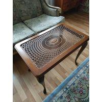Антикварный приставной чайный столик,придиванный стол,Чипендейль стиль. Довоенная Германия  Орех,Венское плетение.
