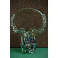 Ваза - корзинка цветное стекло из СССР     высота 24 см , ширина 19 см )