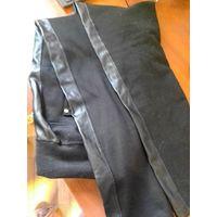 Черные узкие брюки с лампасами под кожу, р-р 46-48