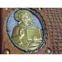 Иконка из дерева и металла