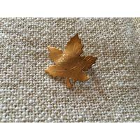 Брошь Кленовый лист от Bond Boyd Канада золотое покрытие 60-70-е гг