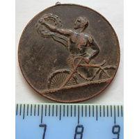 Медаль за победу в велосипедных гонках 1930 год.
