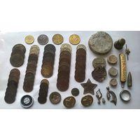 Монеты СССР (55 штук), пломбы, пуговицы и другое.