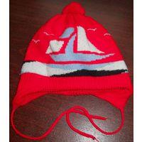 Тёплая шапочка, красная в кораблики