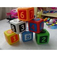 Резиновые кубики с цифрами и знаками