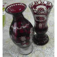 Две красивых вазы темно бардового стекла.Старая Чехия.
