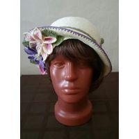 Шляпка с цветами клематис