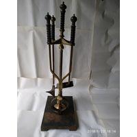 Каминный набор на массивной подставке,кузнечная работа,латунь,железо,деревянные ручки.