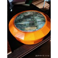 Оранжевая большая круглая шкатулка из бакелита СССР.