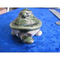 Черепаха с черепашкой. Керамика, 3,5*7*5 см.