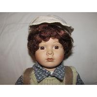 Мальчик Филип в кепке Кукла фарфоровая