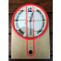 """Часы настенные """"Янтарь"""", кварц (сделано в СССР)  в рабочем состоянии,  22 см х 32 см"""