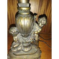 Старинный светильник для письменного стола или камина.