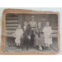 """Фото """"Семья переселенцев из Молодечно на золотых приисках в Якутии"""", г. Алдан, 1938 г."""