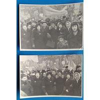 Две фотографии с праздничной октябрьской демонстрации. 1950-е 10х15 см. Цена за 2