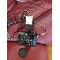 Фотоаппарат Зенит ЕТ с объективом Helios 44w-4 и фотовспышкой Fil-46
