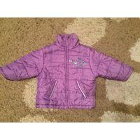 Красивая курточка лилового цвета на осень весну на девочку рост 92 см с фликерами спереди на кармане и сзади на спине. Длина 39см, ПОгруди36см, длина рукава28ми. Очень классная курточка.