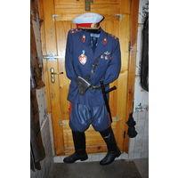 Для собирателей формы ГАИ СССР:новые кожан.галифе 60-х р50-52-3,новый шерстяной китель складской р52-з,сапоги 60-х годов,парадная фуражка.