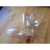 Три винных бокала, высота 14.5, диаметр 5.5 см. Хорошие аккуратные бокалы.