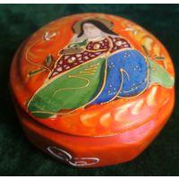 Старая шкатулка чайница фарфор страны Далёкого Востока ( Япония, Кантон, Китай ?) ручная работа клеймо