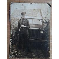 Фото военного с машиной. 6х8.5 см.