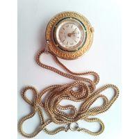 Часы кулон helsa, Швейцария 60-70е годы.