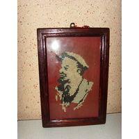 Очень старая картина - вышивка . Ленин