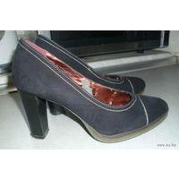Туфли женские, замшевые, очень удобная колодка, на р-р 37-38