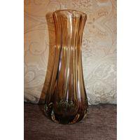 Красивая, интерьерная ваза, времён СССР, толстое цветное стекло, без дефектов, высота 24 см.