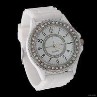 Красивые белые часы с силиконовым ремешком. Новые, в Минске!