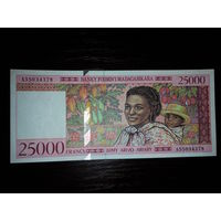 Мадагаскар. 25000 франков 1994г, UNC