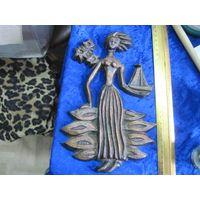 Барельеф Девушка с корабликом, силумин, 25 см.