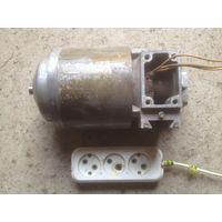 Элeктродвигатель двустороннего вращения