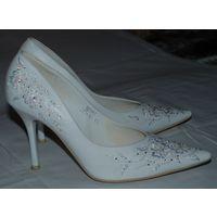 Белые туфли 37 размера